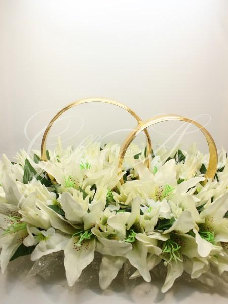 красивые свадебные украшения на машину