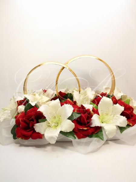 свадебные украшения на машину с лилиями и розами