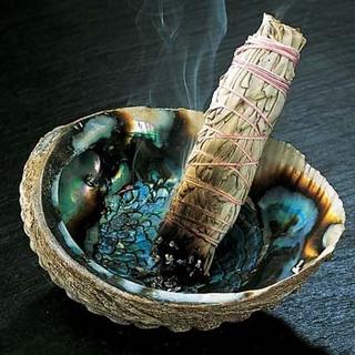 Подсвечники и пепельницы из раковин
