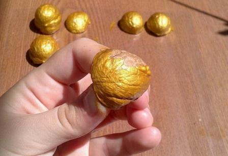 Как развлечь гостей: делаем орешки с предсказаниями