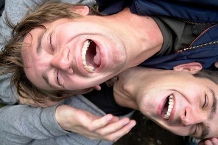 Смех приводит к физиологическому и эмоциональному освобождению