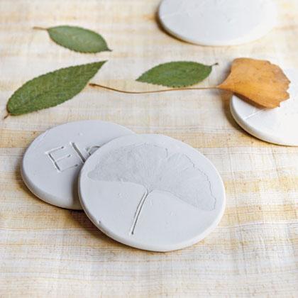 Значки с отпечатками листьев
