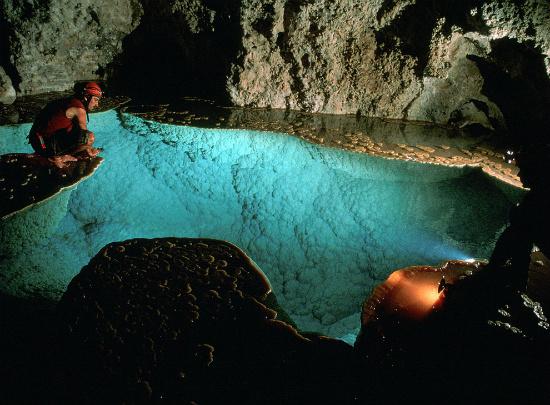 Красивейшея пещера в мире Лечугия, штат Нью-Мексико (США)