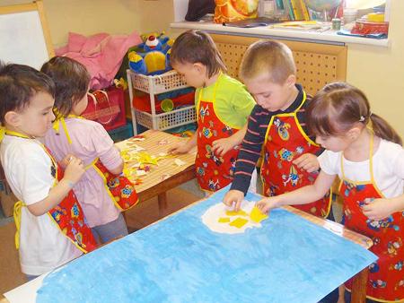 отправьте ребенка в секции/группы, которые предлагают именно работу в команде и помимо прочего предоставляют шанс приобрести социальные навыки
