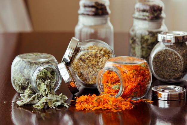 Как правильно сушить лекарственные растения