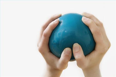 Антистрессовый мяч из шариков и песка