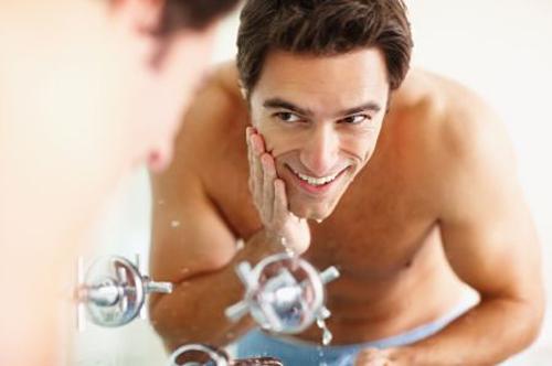Как мужчине ухаживать за лицом?