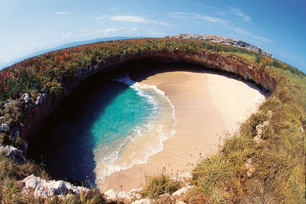 самый уединенный, сохранившийся в первозданном варианте пляж на острове Мариета (Мексика)