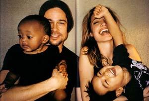 Джоли и Питт с ребенком