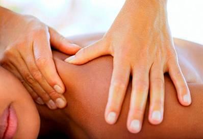 В процессе массажа регулируется состояние мускул, что снимает с них напряжение