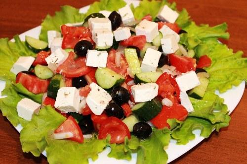 Как правильно готовить овощные салаты