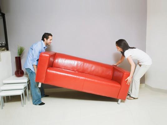 Как передвинуть мебель в квартире