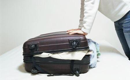 вам придется пройти целый квест, чтобы отобрать вещи и запаковать ваш отпускной багаж