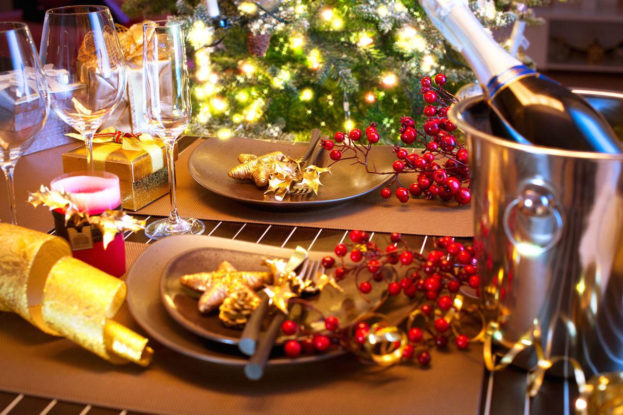 Как оригинально сложить салфетки для новогоднего стола?