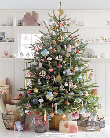 семейное дерево вы скроете под креативно оформленными разноцветными ракушками