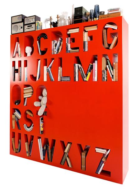 Современные дизайнерские книжные полки в качестве разделителя
