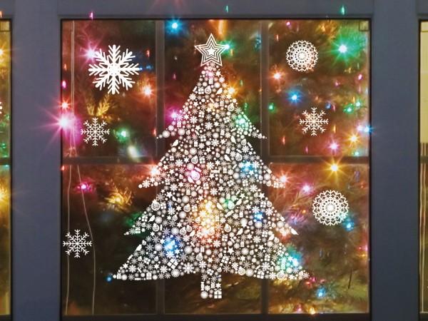 Новогодняя наклейка на окне