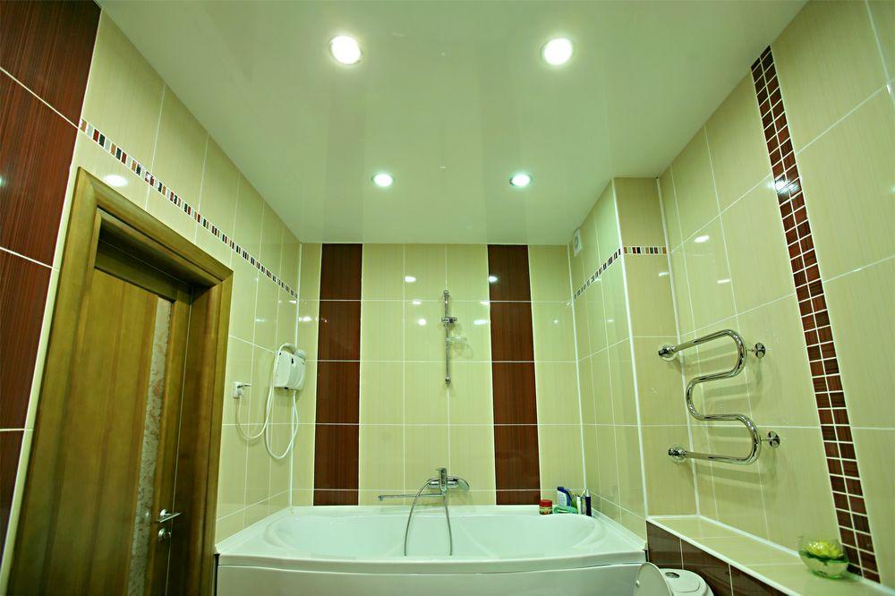 Как натяжной потолок - удачное решение для санузла