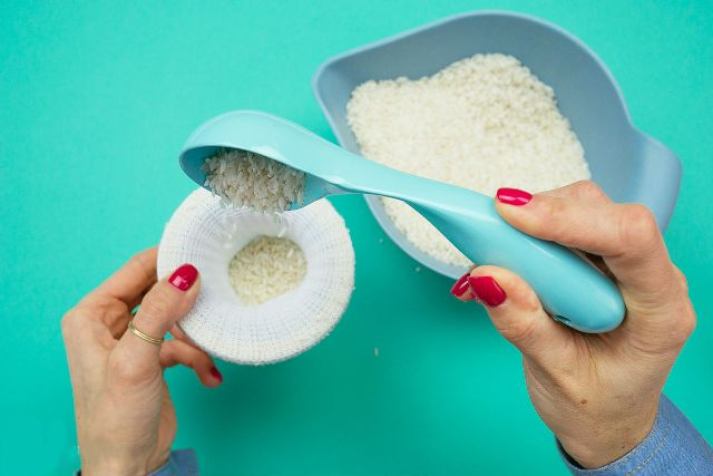 Как сделать декоративного снеговика из носка: пошаговая инструкция