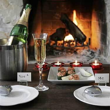 Как устроить небанальный романтический ужин в День всех влюбленных