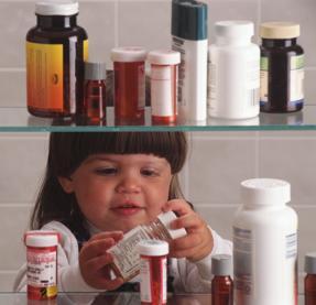 Как помочь ребенку, если он проглотил опасные или ненужные для него лекарства