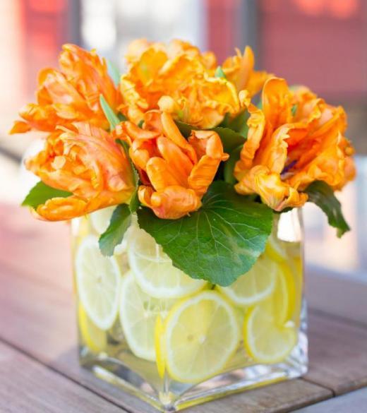 Как сделать изысканную цветочно-цитрусовую икебану для оформления торжества