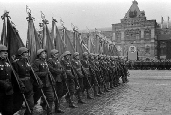 Как проходил первый парад Победы