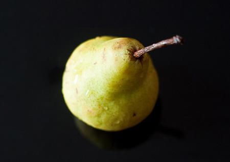 Хорошо усваиваемые организмом волокна – их много в овсянке, бобах и фруктах, включая яблоки и груши, - способны помочь сократить уровень ЛНП