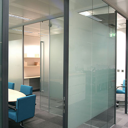 Как перепланировать офис с комфортом: к слову об офисных перегородках