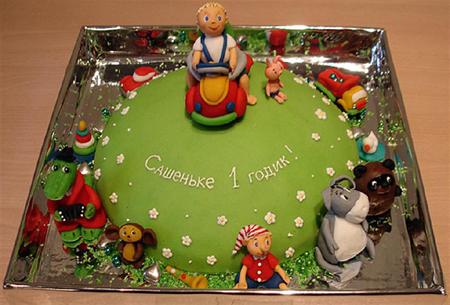 Отличный детский торт с фигурками из сказок