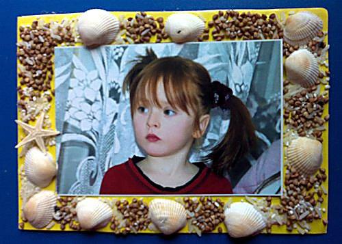рамка для фотографии из соленого теста, украшенная ракушками