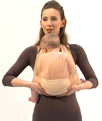мама и ребенок в слинге как подгибать ножки, наматывая слинг