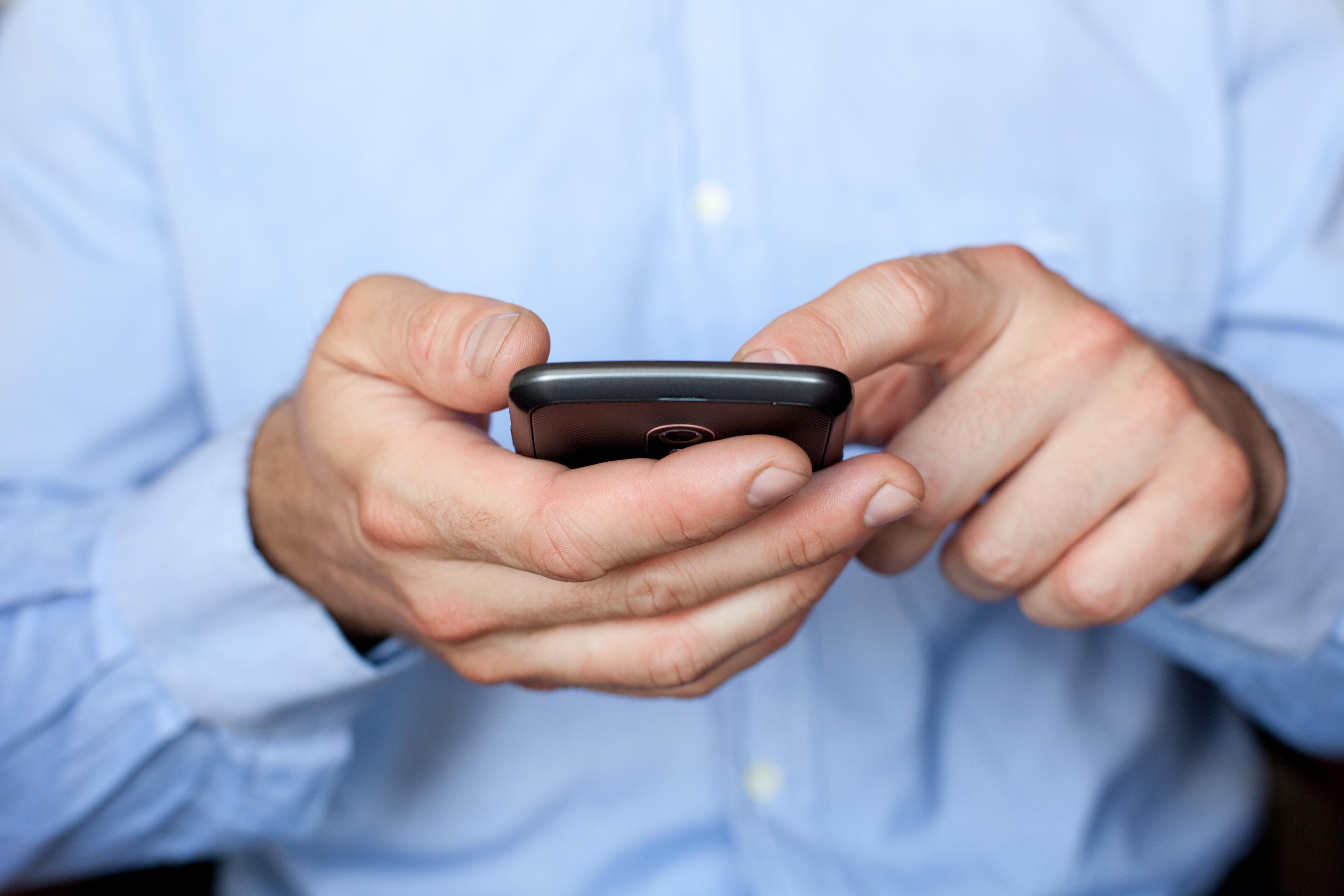 Как мы выбираем надежный смартфон с мощным аккумулятором