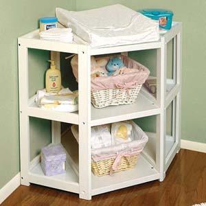 Как выбрать пеленальный стол для малыша?