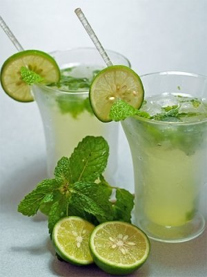 Как сделать лимонад из огурца и мяты?