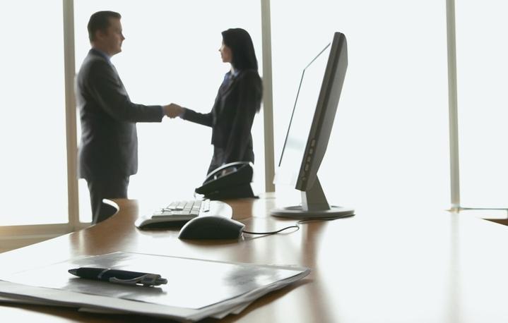 Как легально найти работу за границей?