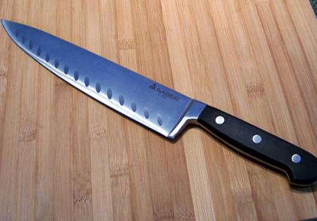 Вам нужен хороший, острый нож «Шеф» 25 см длиной