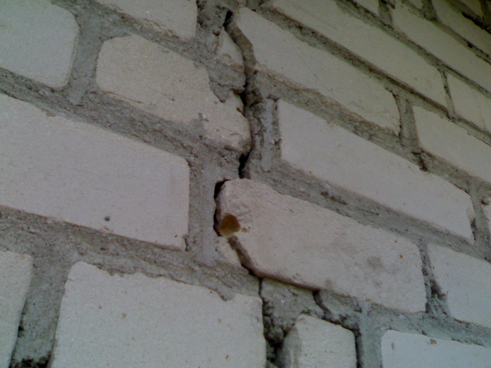 Как заделать трещины в стенах