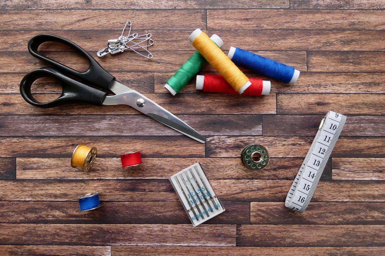 Материал для изготовления елочки из ниток