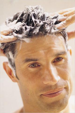 Мыть волосы, если не ходите в бассейн/не купаетесь в море, постарайтесь как можно реже