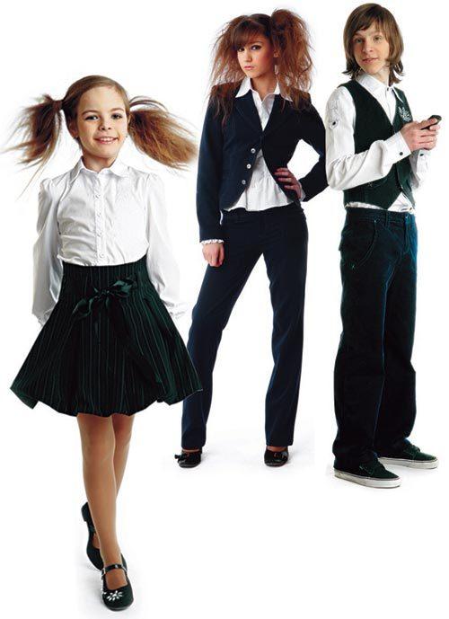 красивые школьницы и школьник в форме