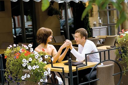 ... поход в ресторан, в котором вы ужинали в ваше первое свидание ...