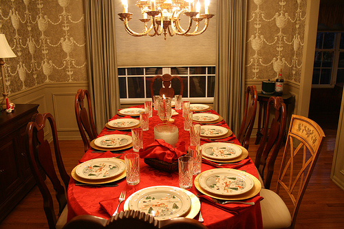 Как украсить праздничный стол к Новому Году?
