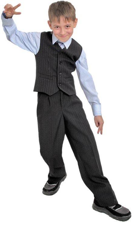 школьник в жилетке и брюках