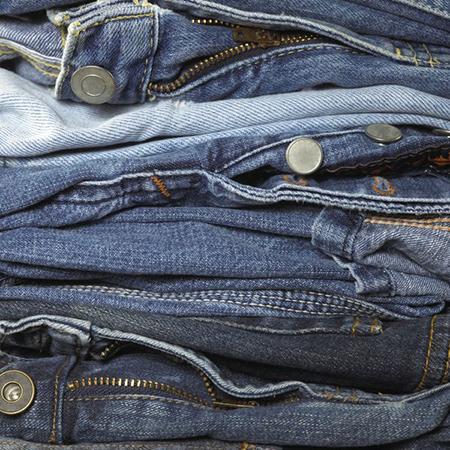 Проверьте плотность джинс