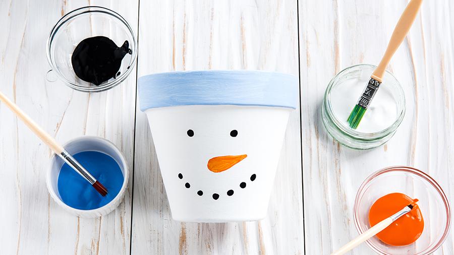 Как упаковать новогодний подарок в виде снеговика? Часть 1.