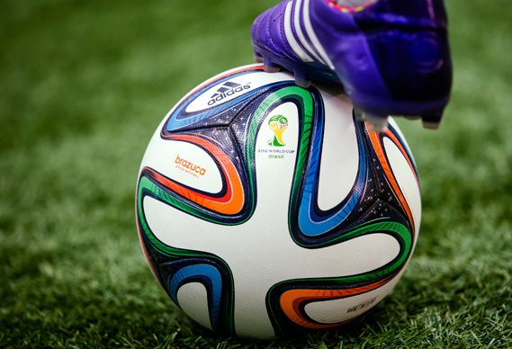 Точка пенальти - Brazuca – официальный мяч чемпионата мира по футболу от 2014 от Adidas