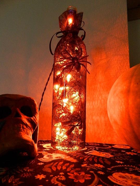 хеллоуинская бутылка-светильник со шнуром через гороло