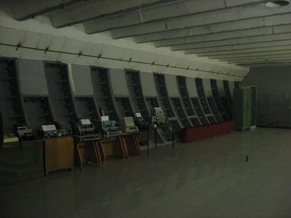 «Бункер №42»: т. н. «Музей холодной войны», ранее – запасной командный пункт Дальней Авиации. в Москве, в 5-ом Котельническом переулке