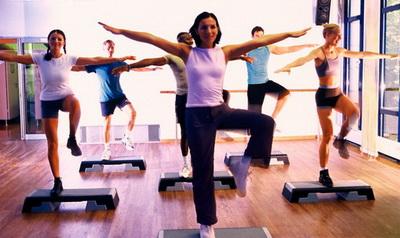 Аэробика поможет поддерживать здоровое кровяное давление и сохранять на достаточно мощном уровне основную сердечную функцию